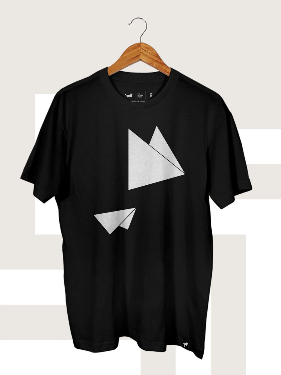 Camiseta Preta Flying Triangles